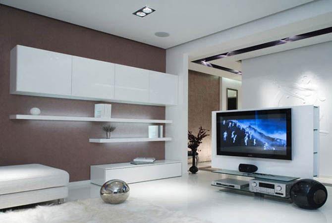 дизайн комнаты с стильным пестрым диваном